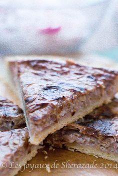 Une bonne tarte à l'oignon, une bonne spécialité alsacienne confectionnée aussi bien par les familles que par les cuisiniers professionnels. la tarte à l'o