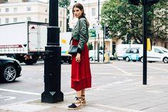 スナップクイーンは誰!? ロンドンコレを盛り上げたファッショニスタたち。 | Vogue Japan London Fashion Weeks, Fashion Week 2016, Cool Street Fashion, Street Style Women, Streetstyle 2016, London Stil, Smart Casual Women, Street Look, Fashion Photo