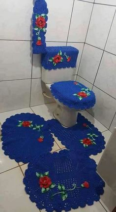Toilet designs for at the moment's settings don't have any algorithm. Crochet Stitches Free, Crochet Borders, Free Crochet, Knit Crochet, Knitting Patterns, Crochet Patterns, Flower Ornaments, Crochet Home, Bathroom Sets