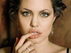 Angelina Jolie Las 13 miradas femeninas más espectaculares del cine | The Idealist - The Idealist
