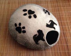 Hunde/Katzenhöhle nass und trocken gefilzt mit von HandmadeMKvE