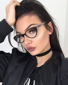 Ideen Brille Augen Make-up Brille - Ideen Brille Augen Make-up Brille - Edgy Makeup, Glasses Eye Makeup, Fashion Eye Glasses, Cute Glasses, Girls With Glasses, Glasses Frames, Geek Glasses, Lunette Style, Eyeglasses For Women