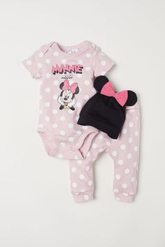 H&M Three-piece Cotton Set - Light pink/Minnie Mouse - Kids Disney Outfits Girls, Disney Baby Clothes, Newborn Girl Outfits, Baby Doll Clothes, Baby Girl Newborn, Toddler Outfits, Baby Girl Fashion, Kids Fashion, Kid Outfits