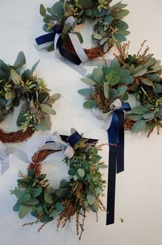 For the ribbon Wreath Crafts, Flower Crafts, Holiday Wreaths, Holiday Decor, Christmas Candle Holders, How To Preserve Flowers, Advent, Vases Decor, Dried Flowers