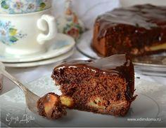 Шоколадный пирог с яблоками. Ингредиенты: шоколад, мука, миндаль