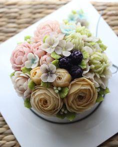 ♡ 심화 클래스 4주차 앙금떡플라워케이크 수강생 작품 Rice flower cake Advanced class 4th student's work  마지막 시간. 예전에 슈가를 배우셔서 꽃을 더 교정 받고 연습하셨어요^^* 4주동안  고생하셨습니다~~~♡ ♡ #대구플라워케이크 #대구꽃배움반 #대구앙금플라워 #대구앙금꽃배움반 #대구앙금플라워떡케이크 #플라워케이크 #flower #flowers #flowercake #작약 #beanflower #atelierryeo #떡케이크 #대구플라워케익 #캐논100d #캐논사진 #홍화 #앙금플라워떡케이크 #양귀비 #앙금레이스 #フラワーケーキ #花蛋糕 #대구앙금오브제 #naturalpowder #앙금도일리레이스 #2단케이크 #koreacake #koreaflowercake #와라타 #앙금오브제