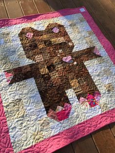 Roly Poly Teddy Bear Quilt | Question: Do baby quilts get cuter than this? Answer: No! Check out this free quilt pattern!