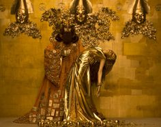 """supersonicart: """" Gustav Klimt Brought to Life by Photographer Inge Prader. Austrian photographer Inge Prader recently recreated Gustav Klimt's masterworks for Style Bible, a part of the Life Ball Charity Event in Vienna, Austria. A team of over Art Klimt, Art Nouveau, Tableaux Vivants, King Midas, Woman In Gold, Grandeur Nature, Most Famous Paintings, Oeuvre D'art, Art History"""