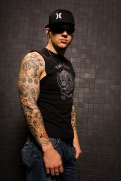 "Look at the size of this man's arms!!!!   Grrr.. no it's not ""this man"" it's M freaking Shadows people get it right jeez"