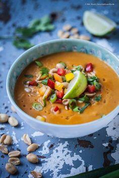 Süßkartoffel-Kokos-Suppe mit Erdnuss und Paprika | GourmetGuerilla.de