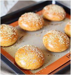 Zu einem selbstgemachten Burger gehört natürlich auch ein frisch gebackenes Burger Bun. Diese Brioche Burger Buns sind wahnsinnig simple und sehr lecker