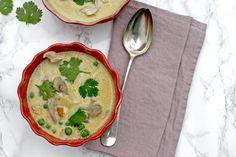 Elke week probeer ik minstens één keer een flinke kom soep te maken. Een deel ervan kan in de diepvries, zo is er altijd iets in huis dat snel klaar is, warm is en gezond is.    Deze soep is bovendien perfect, want het is een stevige maaltijdsoep, er hoeft niets bij om alles wat nodig is