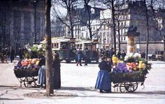 The Colorful City of Paris from 100 Years AgoIn a French banker named Albert Kahn commissioned four photographers (Leon Gimpel, Stephane Passet, Georges Chevalier and Auguste Leon) to shoot. Paris Images, Paris Pictures, Colorful Pictures, Paris 1900, Paris France, Photo Vintage, Vintage Photos, Color Photography, Vintage Photography