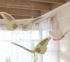What Secret Garden bedroom would be complete without Dragonfly and Butterfly Moving Mobiles?!?!?  :)