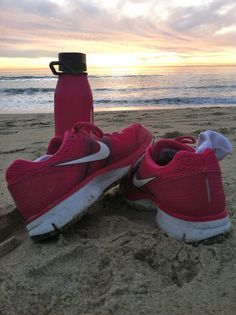 no-giving-up-now:    Running on the beach at sunset is the most beautiful experience