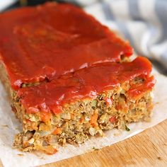Mom's delicious ultimate vegetarian lentil loaf — you won't miss the meat in this healthy vegan and gluten free recipe packed with plant-based protein! yearwood meatloaf recipe food network Mom's Ultimate Vegetarian Lentil Loaf Gourmet Recipes, Whole Food Recipes, Cooking Recipes, Healthy Recipes, Sausage Recipes, Vegetarian Cabbage Recipes, Vegan Lentil Recipes, Chicken Recipes, Vegan Recepies