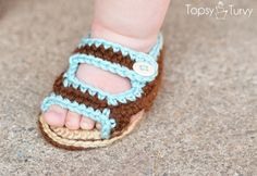 Free Baby Sandals pattern by Ashlee @Ashlee Outsen (I'm Topsy Turvy) #crochet