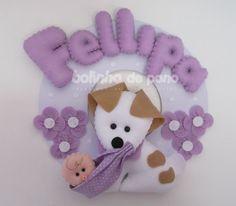 Enfeite De Porta Cachorro Com Bebê Lilás Diy Crafts For Kids, Arts And Crafts, Felt Crafts, Paper Crafts, Felt Baby, Name Banners, Felt Decorations, Felt Ornaments, Pet Birds