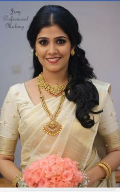 The perfect, beautiful Malayali Christian bride. Kerala Wedding Saree, Kerala Bride, South Indian Bride, Kerala Saree, Wedding Sarees, Tamil Wedding, Bridal Sarees, White Saree Wedding, Bengali Bride