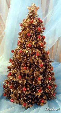 Choinka z szyszek Pine Cone Christmas Tree, Christmas Tree With Gifts, Simple Christmas, Christmas Tree Ornaments, Christmas Wreaths, Christmas Crafts, Christmas Decorations, Holiday Decor, Pine Cone Art
