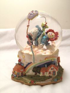 Raggedy Ann Snow Globe, San Francisco Music Box, Plays Let's Go Fly a Kite.