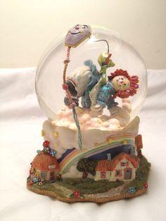 Raggedy Ann Snow Globe, San Francisco Music Box, Plays Let's Go Fly a Kite.