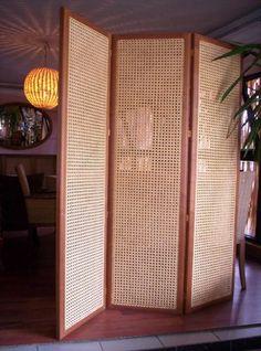 hasır paravan Rattan, Wooden Christmas Crafts, Eileen Gray, Javanese, Home Fashion, Sliding Doors, Divider Ideas, Room Dividers, Curtains