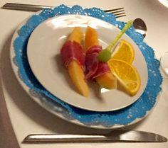 Forret med galiamelon, jamón serano, vindrue og appelsin (birthday-girl)
