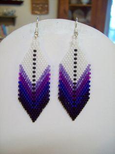 Native American Style perlé plume Earring violets, sud-ouest, Boho, Gypsy, métier à tisser, Brick Stitch, Peyote, grand cadeau très léger