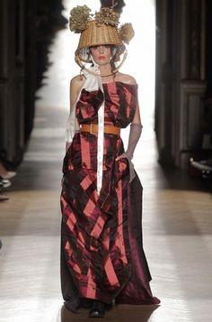 Vivienne Westwood Spring Summer 2015 * In Paris, Vivienne Westwood presents the Gold Label