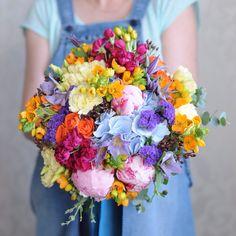 Яркий разноцветный букет невесты / Bright multicolor bridal bouquet