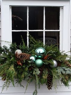 Lovely holiday window box by PaulaBurns