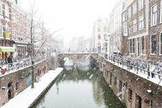 Nieuw in mijn Werk aan de Muur shop: Winter in Utrecht. De Maartensbrug gezien vanaf de Kalisbrug aan de Vismarkt.
