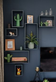17 Old Bookcase and Dresser Paint Color Inspirations to Change the Entire Aesthetic of a Room - The Trending House Living Room Designs, Living Room Decor, Recycled Home Decor, Home Decor Inspiration, Home And Living, Wall Decor, Wall Art, Interior Design, Decoration