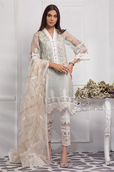 We offer latest high fashion women's Dresses. It includes Bridals dresses, Ready to Wear, Casual & many more. Eid Outfits Pakistani, Simple Pakistani Dresses, Pakistani Fashion Party Wear, Pakistani Bridal Dresses, Pakistani Dress Design, Indian Dresses, Pakistani Clothing, Pakistani Clothes Casual, Pakistani Designer Clothes