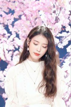 Eun Ji, Girl Photo Poses, Girl Photos, Guys And Girls, Cute Girls, Pencil Drawing Images, Cute Korean Girl, Fandom, Kpop Guys
