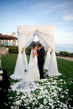 I LOVEEEEE the wedding canopy Keywords: #weddings #jevelweddingplanning Follow Us: www.jevelweddingplanning.com  www.facebook.com/jevelweddingplanning/