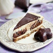 Zobacz zdjęcie Świąteczny sernik z pierniczkami  Spód: 200 g ciasteczek zbożowych 60 g masła...