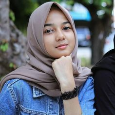 Trendy Fashion Hijab Indonesia Beautiful Source by hijab Casual Hijab Outfit, Hijab Chic, Hijabi Girl, Girl Hijab, Video Hijab, Muslim Beauty, Hijab Look, Muslim Hijab, Indonesian Girls