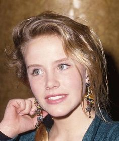 Amanda Peterson love my sister Amanda Peterson, 80s Actresses, Can't Buy Me Love, Timeless Photography, Love My Sister, 80s And 90s Fashion, Amanda Seyfried, Beach Hair, Celebs