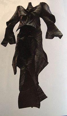 Flying Dress - Issey Miyake (Escargot Pleats '90)