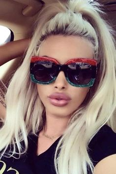 Celebrity Sunglasses, Sunglasses Women, Vintage Designs, Retro Vintage, Glasses Brands, Vintage Inspired, Branding Design, Luxury, Celebrities