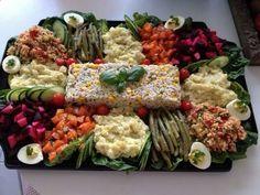 Maroccan style food Morrocan Food, Moroccan Kitchen, Moroccan Salad, Moroccan Dishes, Plats Ramadan, Gastronomy Food, Cuisine Diverse, Food Decoration, Buffet