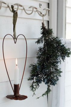 Simple contrasting elements create beauty in design. Here wood, iron, fire, and branches <3
