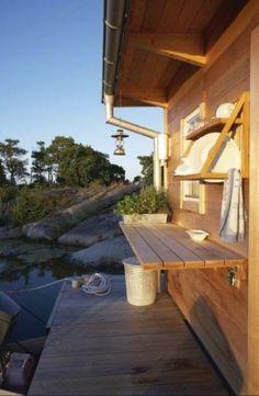 Simple outdoor kitchen.  Love the outdoor serving shelf.