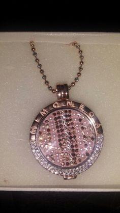 Mi Moneda -Rose Gold Girly Stuff, Girly Things, Bvlgari, Pocket Watch, Charms, Jewels, Watches, Pendants, Board