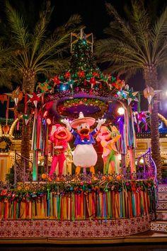 Disneyland Christmas 2013 Trip Report - PHOTOS: Viva Navidad, World of Color - Winter Dreams, and more!