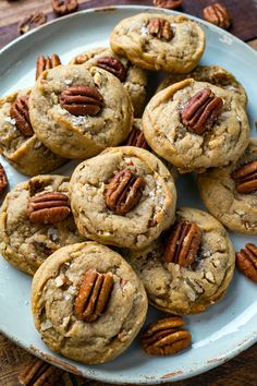 Butter Pecan Cookies - Melt in your mouth buttery pecan cookies that are so easy to make! Butter Pecan Cookies - Melt in your mouth buttery pecan cookies that are so easy to make! Butter Pecan Cookies, Yummy Cookies, Chip Cookies, Cookie Desserts, Cookie Recipes, Dessert Recipes, Pecan Recipes, Baking Cookies, Pie Recipes