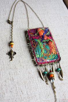 collier talisman soies