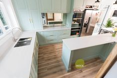 This is the stunning Bianco Carrina style quartz, that has been styled into a bespoke handmade kitchen design. The soft green of the cabinetry really brings out this style of quartz and there is plenty of worktop space for those lovely recipes.